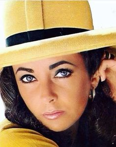 We all know Elizabeth Taylor had a beautiful face. What some people don't know is she also had a beautiful heart. Elizabeth Taylor Eyes, Elizabeth Taylor Jewelry, Queen Elizabeth, Hollywood Stars, Classic Hollywood, Old Hollywood, Divas, Violet Eyes, Goldie Hawn