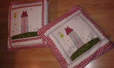Dos coixins-mantes per dues noies fantàstiques