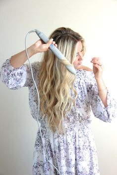 How To:  1. Grab your XO Styling Iron  2. Take the first piece of hair and place it in the flat iron  3.Pull straightenertowards you, giving it a half-turn and glide it down  until you reach the end of your hair, then release. (Hold the straightener  horizontally to get more of beachy wave, vertically to get curls.)  4. Repeat through the rest of your hair (I sometimes clip up layers to make  it easier to work through, then let them down as I finish each section)  5.When finished…