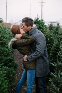 Christmas card photo inspiration // Anniversary shoot by Jamison Elizabeth Photography
