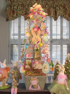 *Pretty & Pink* - Easter Bunny Tree - Spring Bonnet Pattern by Martha Smalley painted by Denise Easter Tree Decorations, Easter Wreaths, Easter Decor, Easter Ideas, Hoppy Easter, Easter Bunny, Easter Party, Easter Table, Easter Wallpaper