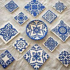 Mavişim mavişelim sırlanıp fırına girmeye hazır benim mavişler✏️ #mydrawing #handcrafted #artistic #ceramics #vintagestyle #cobalt #diyproject #etnik #elemeği Pottery Painting, Ceramic Painting, Ceramic Art, Turkish Art, Blue Tiles, China Painting, Glazes For Pottery, Stencil Painting, Hand Painted Ceramics