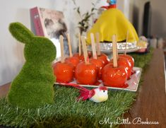 Snow White Party Toffee Apples_ My Little Bookcase