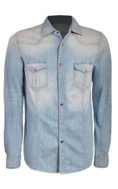 Una camisa de mezclilla es un básico, consigue esta de Benetton en Sears.