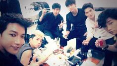 2PM and CNBLUE enjoy a meal together backstage at the MBC Gayo Daejaejun | http://www.allkpop.com/article/2013/12/2pm-and-cnblue-enjoy-a-meal-together-backstage-at-the-mbc-gayo-daejaejun