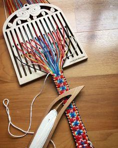 Bandweaving – Jumaka Loom Knitting Patterns, Knitting Stitches, Stitch Patterns, Sock Knitting, Knitting Tutorials, Knitting Machine, Vintage Knitting, Free Knitting, Inkle Weaving Patterns