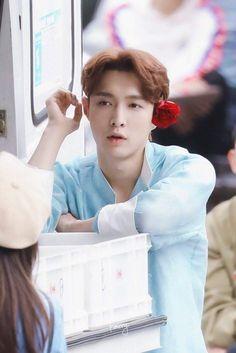 Yixing [HQ] 190514 Go Fighting Recording Baekhyun Chanyeol, Yixing Exo, Chen, Kai, Luhan And Kris, Bring Me To Life, Kim Minseok, Fandom, Celebrity List