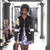 Louis Vuitton Style Couture, Haute Couture Fashion, Marie Claire, Louis Vuitton, Lady, Collection, Fashion Ideas, Louise Vuitton, Louis Vuitton Monogram