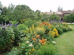 Jardin anglais tr s reposant et romantique devant un vieux for Amenager un jardin anglais