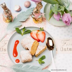 Panierte Vanillecreme mit Erdbeermark Vanilla Cream, Souffle Dish, Cold Desserts, Strawberries, Pistachios