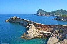 Ibiza, Spain. La otra cara de Ibiza #playasdeibiza #CalaContaIbiza #Ibizawhiteisland