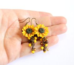 Yellow Sunflower Drop EarringsYellow Flower by NikushJewelryArt Polymer Clay Flowers, Polymer Clay Earrings, Cute Jewelry, Jewelry Crafts, Polymer Clay Embroidery, Biscuit, Sunflower Jewelry, Polymer Clay Projects, Summer Jewelry