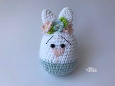 Como Fazer uma Coelhinha de Amigurumi - YouTube Crochet Amigurumi, Crochet Bunny, Amigurumi Doll, Crochet Flowers, Crochet Toys, Free Crochet, Easter Crochet Patterns, Crochet Crafts, Craft Accessories