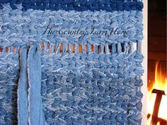Rag Rug Weaving Tutorial and Tips - The Country Farm Home: Rag Rug Weaving Tutorial and Tips You are in the right place about Home diy a - Rug Loom, Loom Weaving, Hand Weaving, Rag Rug Diy, Rag Rugs, Homemade Rugs, Rag Rug Tutorial, Tutorial Crochet, Denim Rug