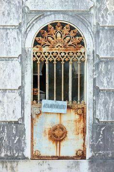 Door Gate, Fence Gate, Entrance Doors, Doorway, Old Doors, Windows And Doors, Front Door Colors, Unique Doors, Door Knockers
