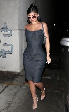 Kylie Jenner shows off her fit figure in a skintight denim outfit before taking shots with Travis Scott at the after party for his Netflix documentary Kylie Jenner Feet, Kylie Jenner Pictures, Kylie Jenner Outfits, Kylie Jenner Style, Kendall And Kylie Jenner, Travis Scott, Star Fashion, Fashion News, Women's Fashion