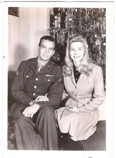 Happy Christmas an attractive couple! Ghost Of Christmas Past, Christmas History, Old Christmas, Xmas, Vintage Romance, Vintage Love, Vintage Pictures, Old Pictures, 1940s Fashion