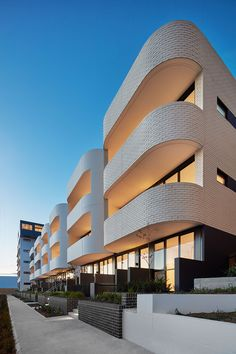 Contemporary Sydney Terrace design with Bricks. Rethinking street corners and conversation starters with sensuous brick curves: Eve Apartments by DKO Architecture Romanesque Architecture, Brick Architecture, Cultural Architecture, Architecture Awards, Classic Architecture, Residential Architecture, Contemporary Architecture, Education Architecture, Architecture Photo
