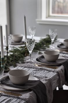 ferien tisch Sida 4 Emily Slotte -Inredning barn och familjeliv hos The Happy Hill Vibeke Design, Christmas Table Settings, Dog Treat Recipes, Deco Table, Scandinavian Christmas, Decoration Table, Style At Home, Christmas Inspiration, Tablescapes