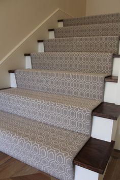 Best Waterfall Vs Hollywood Stair Installation Colony Rug 400 x 300