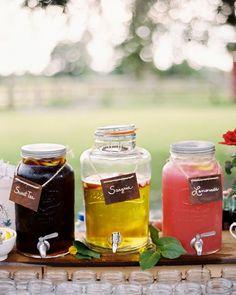 Joli mariage rustique et soooo romantique!!  Retrouvez des fontaines à boisson www.lesbricolesdenolou.com