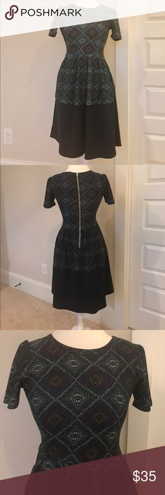 LULAROE | Amelia Dress | XS Amazing navy print Amelia dress in XS. Lots of stretch in the fabric. Navy panel at the bottom of the skirt. EUC. Worn only twice. Smoke free home. LuLaRoe Dresses