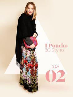 Unsere Stylight Challenge: 30 Tage Poncho tragen - aber immer anders kombiniert. Hier hat Vroni einen bunten Maxirock zum schwarzen Cape kombiniert.