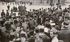 """""""Asker alım kayıtları sırasında bir kare'' 1914, #İstanbul F: National Geographic Arşivi #istanlook"""