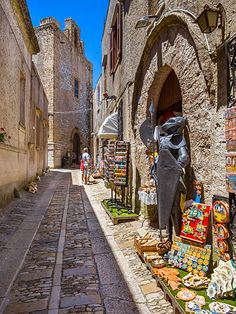Italy, Sicily, Province of Trapani, Erice, Old town, Souvenir shop, Chiesa San Martino in the background