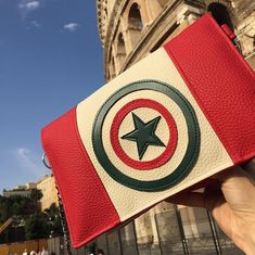 les_ptits_sacs_de_lili_birdy 🇮🇹 CAPTAIN ITALIA 🇮🇹 En direct du Colisée, variante du #cachotin de @patrons_sacotin  #superhero #colosseo #roma #italia #borsetta #bagmaking #handmade #lyonnaise #lesptitssacsdelilibirdy