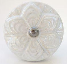 CK422 White Lace Petal Larger 4.5cm Door Knob [CK422] - £2.99 : These Please