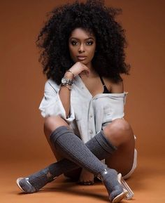 Women I like Studio Photography Poses, Studio Poses, Fashion Photography Poses, Fashion Poses, Glam Photoshoot, Photoshoot Themes, Afro Hair Style, Beautiful Black Girl, Beautiful Women