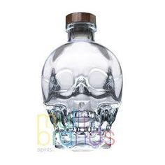 Crystal Head es un vodka Canadiense, Premium, de 40% alc./vol., producido por cuatro destilaciones de una mezcla de trigo y maíz, con agua de glaciar, y filtrado tres veces por carbón activado y otras tantas con cristales llamados Herkimer.