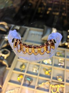 @soniajoc ☪ Gangsta Grillz, Gold Slugs, Grills Teeth, Gold Grill, Dental Art, Gold Teeth, Metal Chain, Jewelry Accessories, Bling