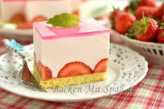 A very light, frothy cake with a dish of gods and fresh fruit on a thin biscuit base. Easy Cake Recipes, Sweet Recipes, Dessert Recipes, Desserts, German Cake, Baking Party, Food Cakes, How Sweet Eats, Cream Cake