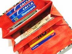 Porque ela merece!!!! Pap feito com muito carinho com tecidos lindos da Círculo S/A onde mostro o modo de fazer de uma carteira com muitos compartimentos, es...