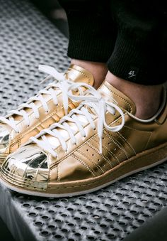 ADIDAS SUPERSTAR 80S METALLIC (via Kicks-daily.com) Tenis Adidas Mujer 6b0c99794