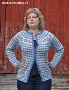 Min helt egen Fanatrøye/kofte med rundfelling Cute Fashion, Knit Cardigan, Knits, Knitting, Sweaters, Clothes, Outfits, Sweater Cardigan, Clothing