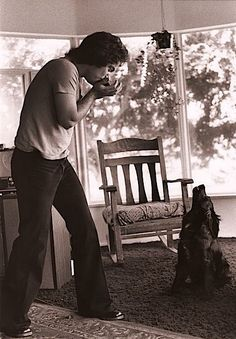 Billy Joel and his dog.singing : ) This man has had so many huge and fantastic big hits, and I don't know that I could pick just one favorite! Pop Rock Music, Music Love, Billy Joel, Elvis Presley, Persona, Celebrity Dogs, It's All Happening, Jazz, Piano Man