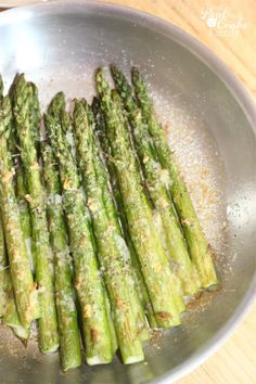 How to cook asparagus. This is the best recipe for the most delicious and perfectly cooked asparagus. We eat it all the time! Best Asparagus Recipe, Grilled Asparagus Recipes, Cooked Asparagus, How To Cook Asparagus, Side Dish Recipes, Vegetable Recipes, Vegetarian Recipes, Cooking Recipes, Healthy Recipes