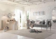 Country Shabby Chic    Camera da letto o cameretta in stile provenzale con scrittoio in legno ...