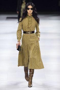 Celine Fall 2019 Ready-to-Wear Collection - Vogue Celine Herbst 2019 Ready-to-Wear-Kollektion - Vogu Couture Mode, Style Couture, Couture Fashion, Girl Fashion, Fashion Outfits, Womens Fashion, Fashion Clothes, Sporty Fashion, Fashion Hacks