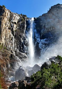 Yosemite's Bridalveil Falls in March by Dave Toussaint (www.photographersnature.com), via Flickr
