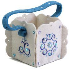 Holiday basket/handbag handmade from felt. Fancily ornamented. 9*9*9 cm. Hand embroidery, hand assembly.