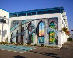 La murale sur le mur nord du garage municipal   réalisée par Joanie Lévesque, assistée de Ariane Lord