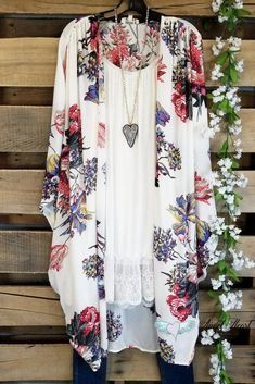 Expected Beauty Kimono - Off White - – Angel Heart Boutique Source by enjoyingthesecondhalfoflife for women Over 50 Womens Fashion, Fashion Over 50, Look Fashion, Fashion Outfits, Fashion Trends, Ladies Fashion, Cheap Fashion, Classic Fashion, Fashion Styles