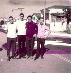 Rua Condeúba, anos 60. Salim Kessuane, Bahia, Zé Turcão e Waltinho, durante os tapetes nos festejos da Vila Santa Isabel.