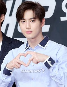 Suho - 160902 Lotte Pepero fansign Credit: Star News. (롯데 빼빼로 팬사인회)