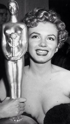 Marilyn Holding her Henrietta Award;1952