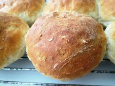En verden af smag!: Havregrynsboller Real Food Recipes, Baking Recipes, Yummy Food, Fodmap, Cocktail Desserts, Danish Food, Bread Bun, Bread And Pastries, Breakfast Bake